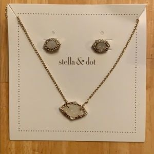 Stella & Dot Charlotte pendant set, neutral